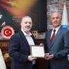 Tuşba'da AK Parti'li Salih Akman'a mazbatası verildi