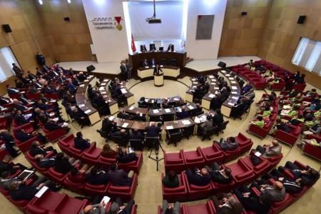 Belediye meclisleri başkandan daha yetkili