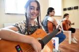 Tepebaşı Belediyesinden çocuklara gitar kursu