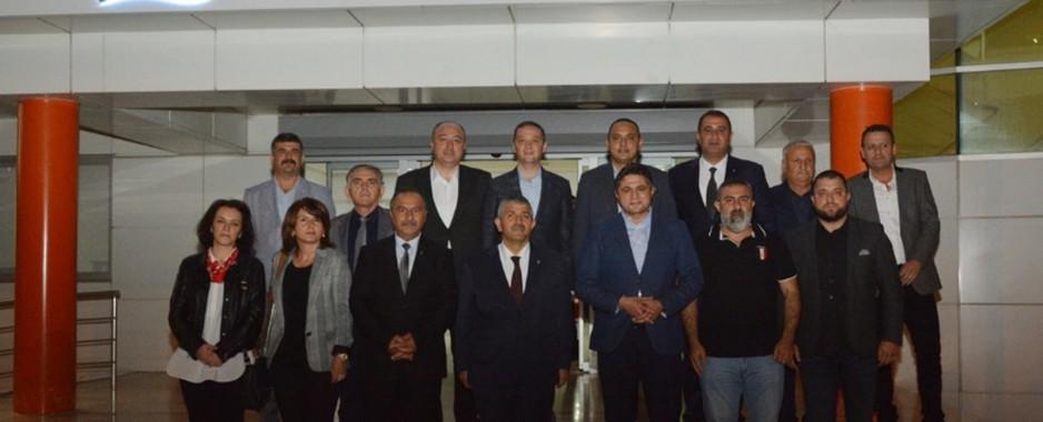 İzmir MHP İl Teşkilatı Belediye Başkanı Acar'ı ziyaret etti