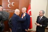 Hendek Belediye Başkanı Turgut Babaoğlu ve 10 Meclis üyesi MHP'ye katıldı.
