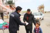 Harran'da vatandaşlara maske ve eldiven dağıtıldı