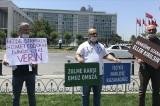 İSPARK'tan çıkartılan işçiler İBB önünde basın açıklaması yaptı