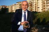 Keçiören Belediye Başkanı Turgut Altınok, köpek yavrularına sahip çıktı