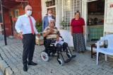 İskenderun Belediye Başkanı Fatih Tosyalı'dan engelli vatandaşlara akülü araç