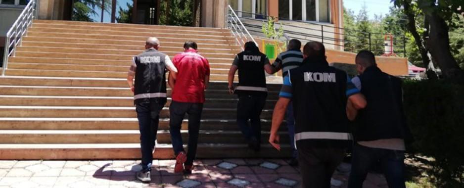 Yeşilova Belediye Başkanı ile eşine silahlı saldırıya 1 tutuklama