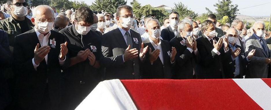 Kılıçdaroğlu, eski Çatalca Belediye Başkanı'nın cenaze törenine katıldı