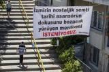 'Tarihi Asansör' sokağına yapılacak yürüyen merdivene mahalleliden pankartlı tepki
