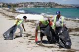 Tatilcilerden iğrenç davranış… Çocuk bezlerini kuma gömmüşler