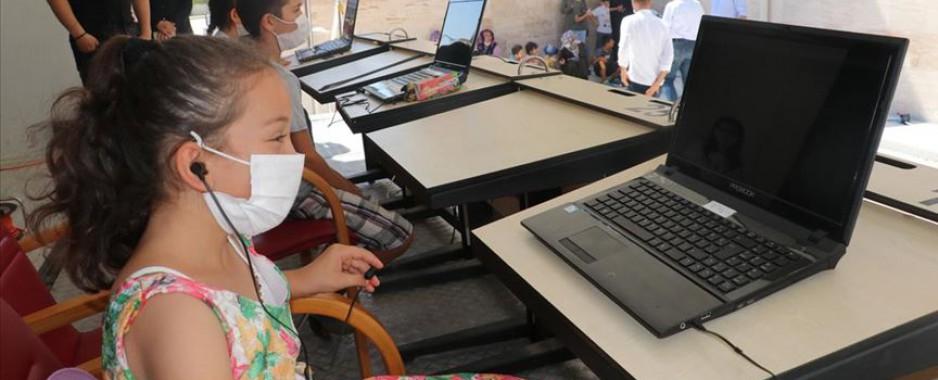 Gezici tır Hataylı öğrencilere uzaktan kesintisiz eğitim imkanı sunuyor