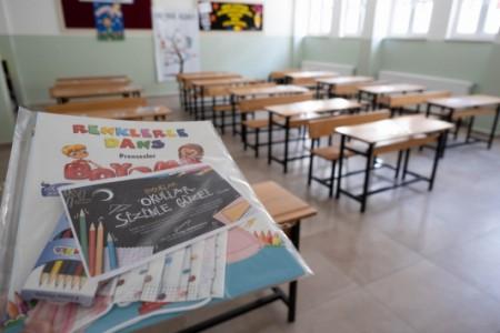 Kastamonu Belediye Başkanı Vidinlioğlu'dan öğrencilere ilk gün hediyesi