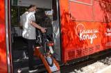 Konya'da sadece bisikletliler için tasarlanan tramvay yolculuğa başladı