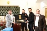 Harran Belediye Başkanı Özyavuz'a anlamlı hediye!