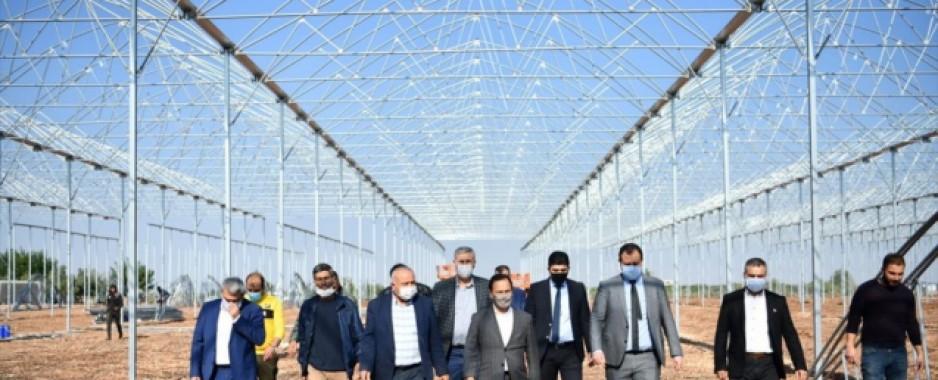Sarıçam Belediye Başkanı Uludağ, çiftçileri ziyaret etti