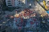 İzmir'de depremde yıkılan Rıza Bey Apartmanı'nda yakınlarını kaybedenler, alanın park yapılmasını istedi