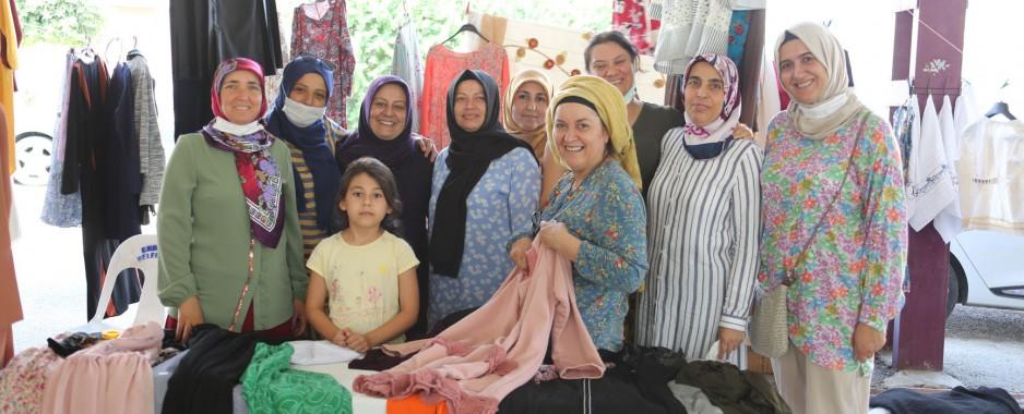 Erdemli'de, Kadınların El Emeği Göz Nuru Ürünleri Satışa Çıkarıldı