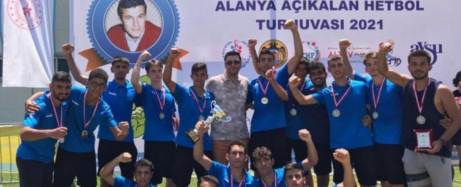 Sarıçam Belediyesi Spor Kulübü Hentbol Takımı şampiyon oldu