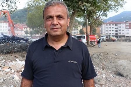 Bozkurt Belediye Başkanı Yanık'ın selden son anda kurtulduğu görüntüler ortaya çıktı